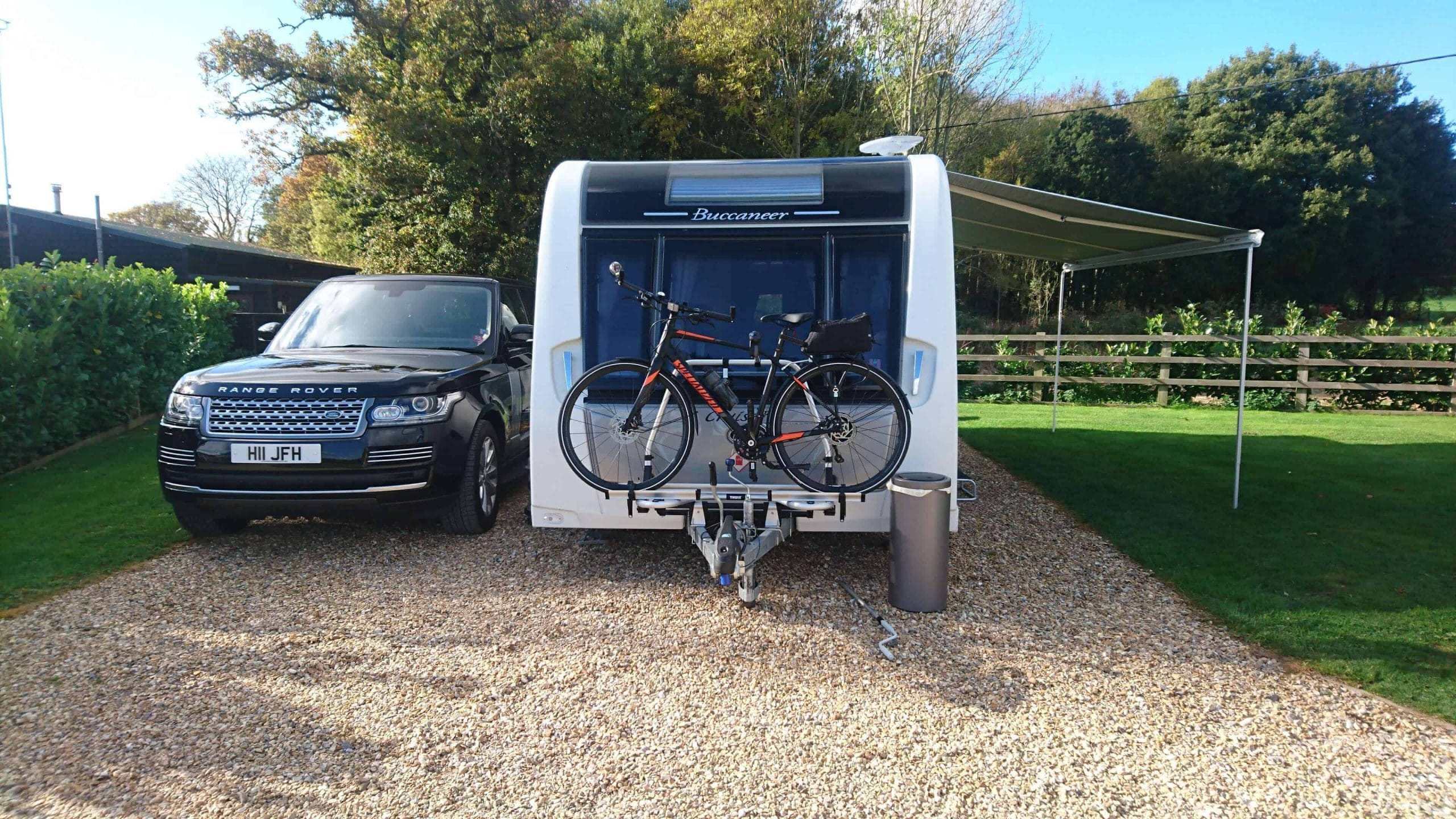 Thule superb & Thule Omnistor 6200 Caravan Swift